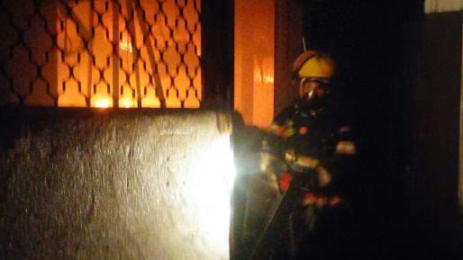וידאו: שריפה גדולה פרצה במחסן צבעים באבן יהודה