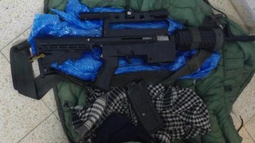 8 מבוקשים נעצרו באיו״ש, נשק נתפס וציוד הוחרם מבתי דפוס בחברון