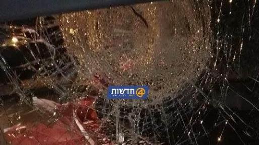 הטרור בארצנו: שמשת אוטובוס נופצה בפיגוע אבנים סמוך לחברון