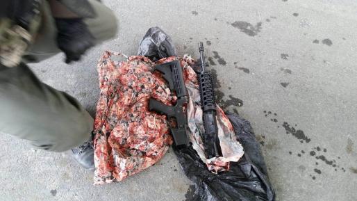 לוחמינו עצרו שני ערבים עם נשק במחסום הקיוסק