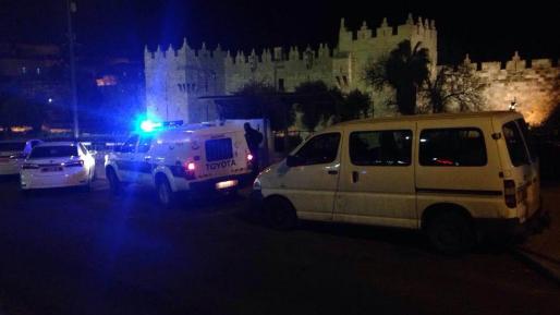הטרור בארצנו: ערבים תקפו לוחמים בשער שכם בירושלים והשליכו לעברם בקבוקים ואבנים