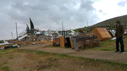 ביום שבו נהרס בית כנסת, התגלה מסגד בלתי חוקי חדש