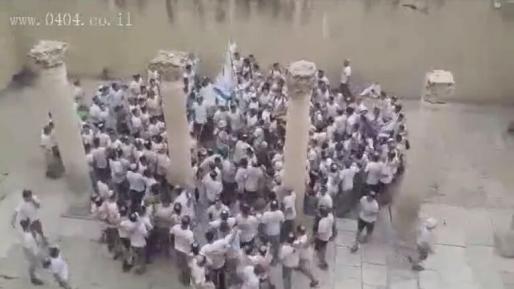 צפו: תלמידי ישיבת חיספין בשירה אדירה בירושלים