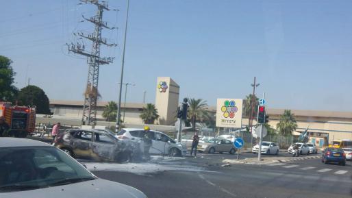 פצוע בתאונה בא.ת. צריפין – אחד מכלי הרכב עלה באש