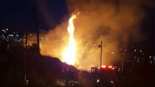 ערבים גרמו לשריפה לאחר שהציתו מזרן בשטח פתוח בירושלים