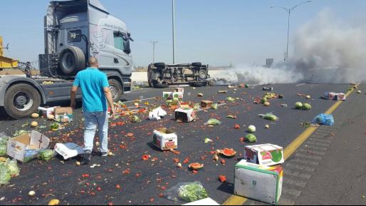 הסתיים בנס: תאונה עם מעורבות רכב שהוביל ירקות על כביש 6