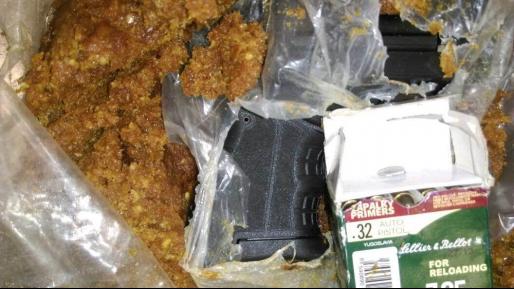 אקדח מוסלק נתפס בכבודה של ערבייה במעבר אלנבי