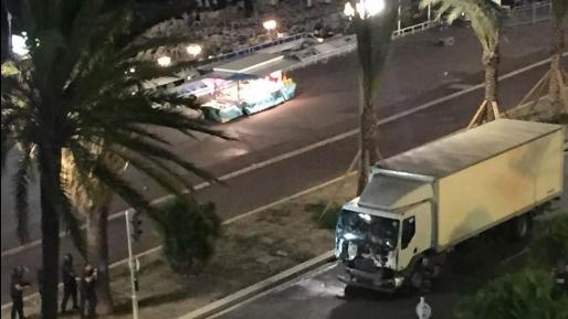 צרפת: עשרות הרוגים בפיגוע לאחר שמשאית דרסה חוגגים