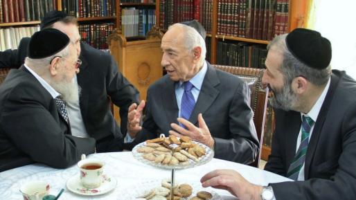 בנט: ״פרס היה שר החינוך שלי״, דרעי: ״דמות יהודית נדירה״
