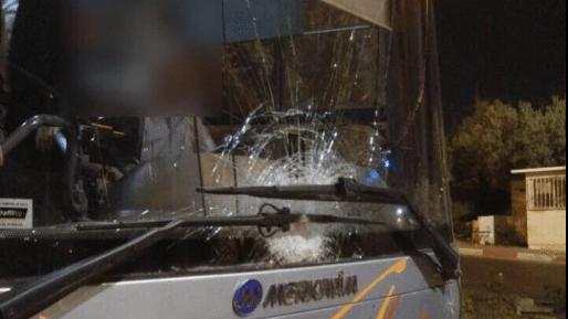 פיגועי אבנים: נזק לאוטובוסים בצומת גינתון ובעוקף חוסאן
