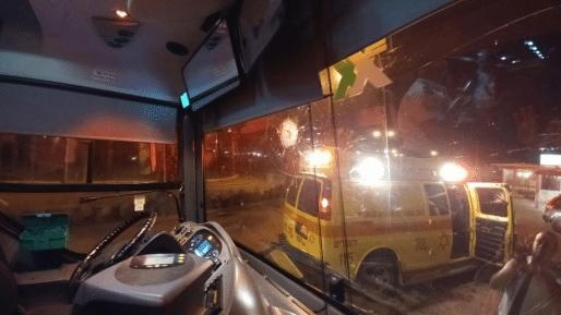 נהג אוטובוס נפצע קל בפיגוע אבנים סמוך לעפרה