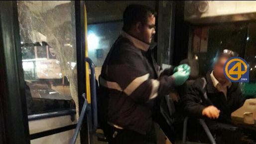 צפו: ערבים תקפו אוטובוס בקריית חיים – הנהג נפצע מרסיסי זכוכית