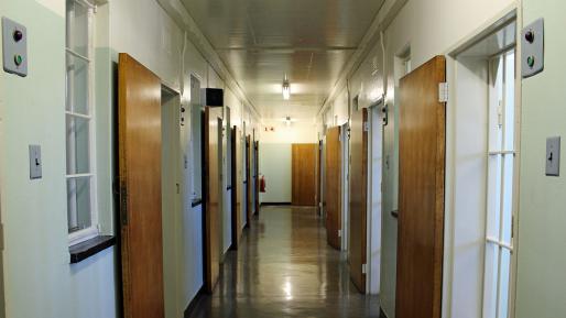 """ארה""""ב: קצין הוחזק כבן ערובה ושלושה נפצעו בהתפרעות אסירים בטנסי"""