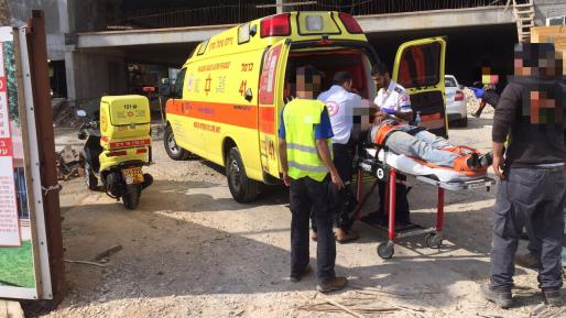 פועל נפגע ממלגזה באשדוד ופונה לבית החולים במצב בינוני