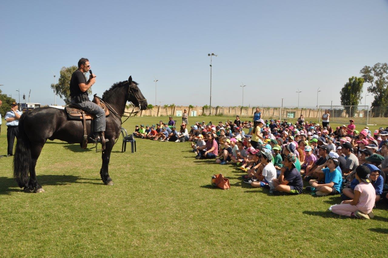 """מעלים מודעות: יום קהילה ומשטרה לתלמידי בית ספר """"ירושלים"""""""