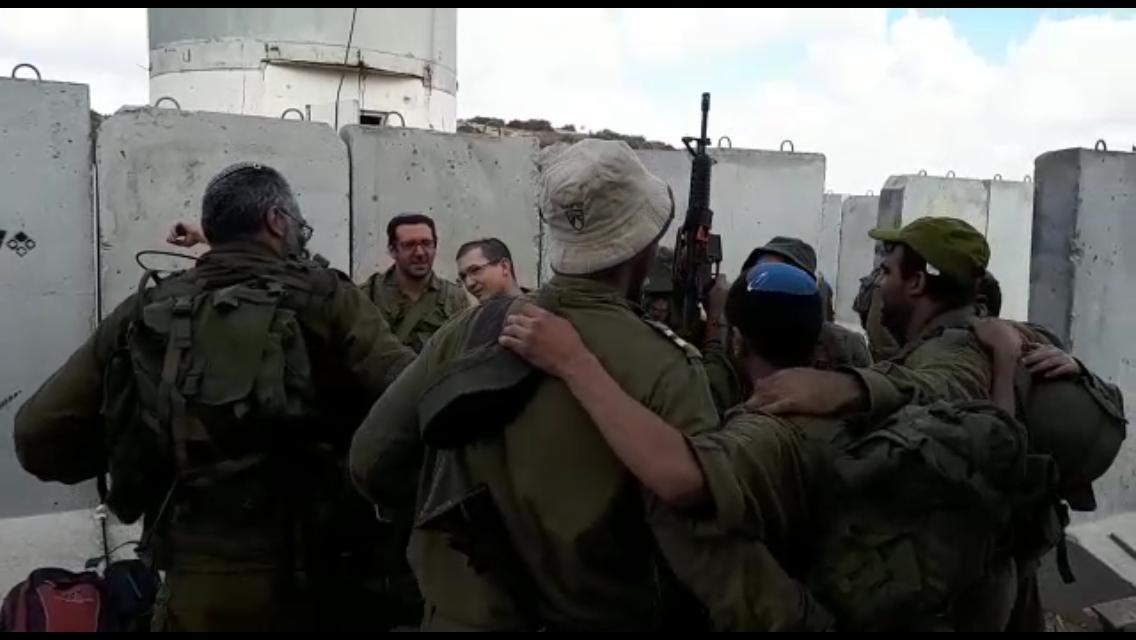 מרגש: צפו בחיילי המילואים והסדיר בסיום תרגיל רוקדים ושרים לכבודה של ירושלים