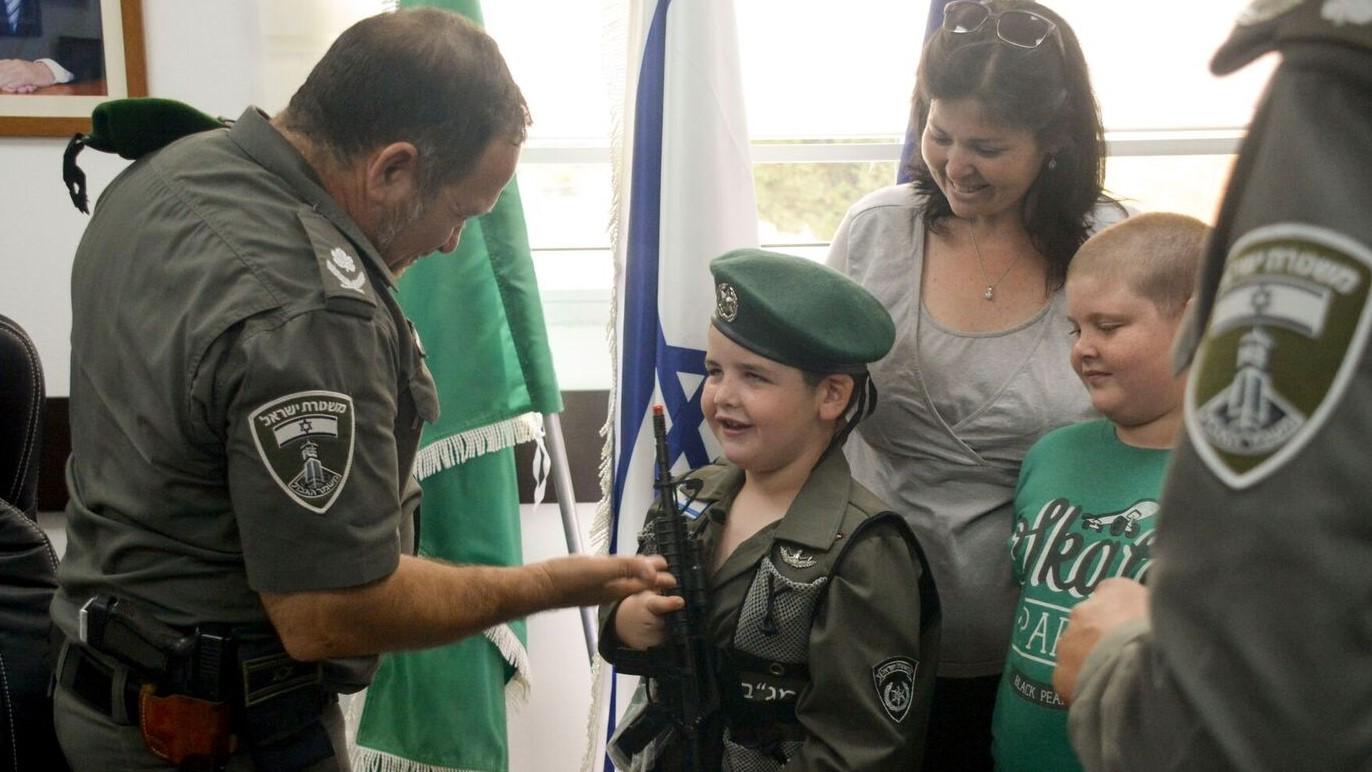 """""""כשאהיה גדול אני רוצה להיות מפקד משמר הגבול"""" – איתי דוד בן ה-5 למפקד מג""""ב במפגש מרגש"""