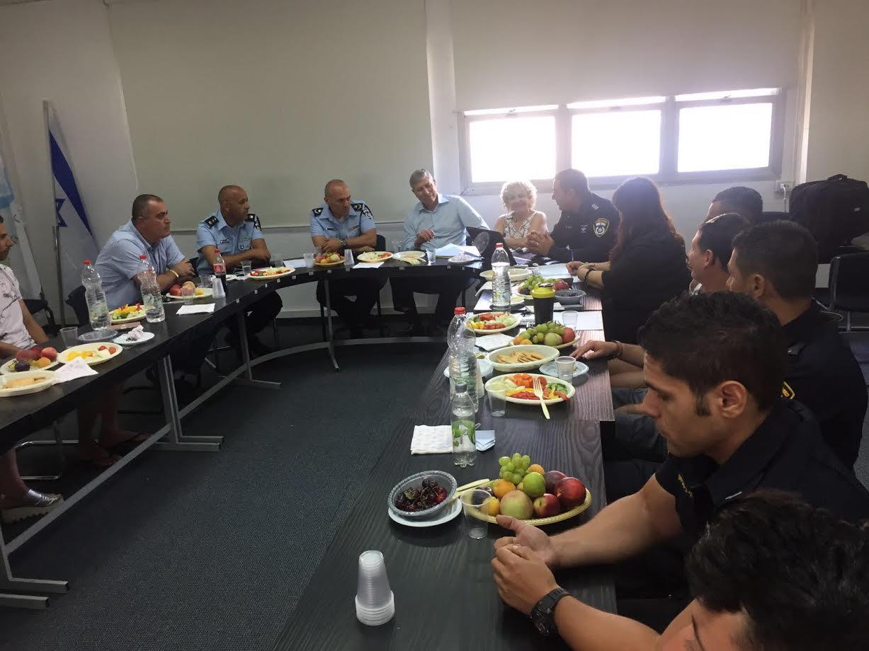 דנים במערך השיטור העירוני בקריית אתא: מפקד מחוז חוף נפגש עם ראש העיר