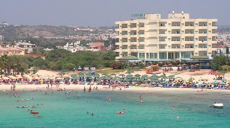 החשד לאונס בקפריסין: הנערים החשודים יובאו היום בפני שופט להארכת מעצר