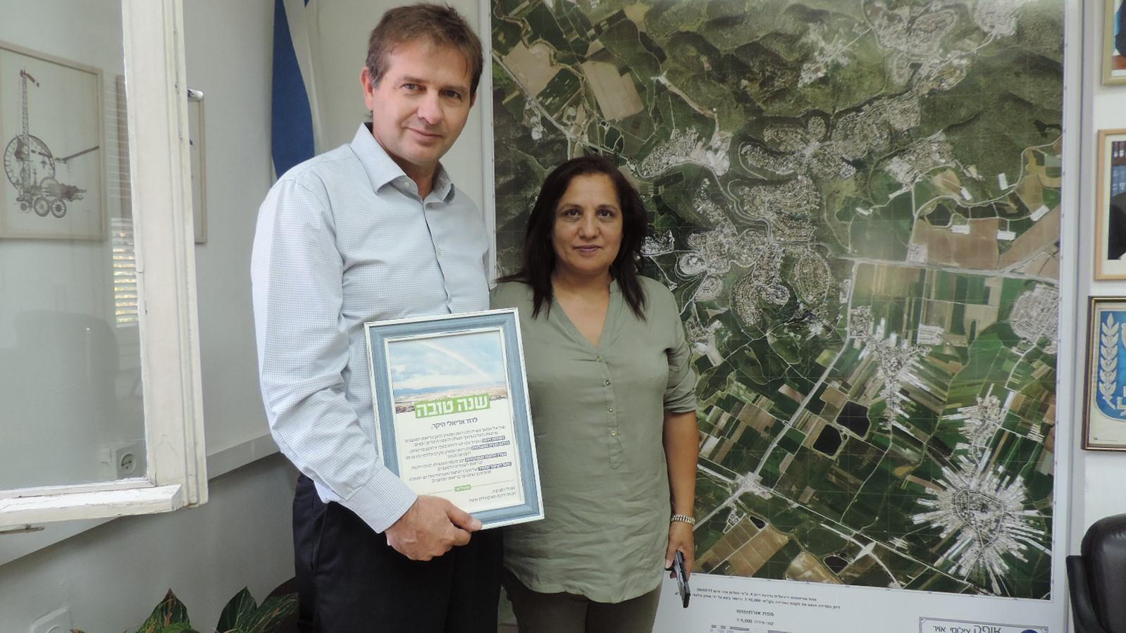 """עמותת """"מגמה ירוקה"""" העניקה תעודת הוקרה לראש המועצה דוד אריאלי"""