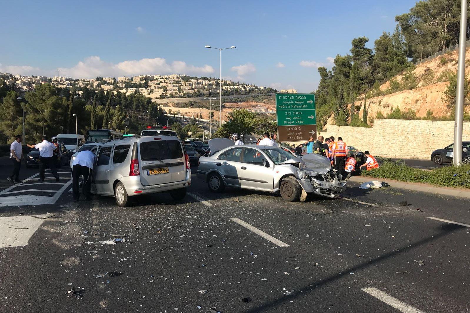 ילדה נפצעה בינוני ושלושה קל בתאונת דרכים בירושלים