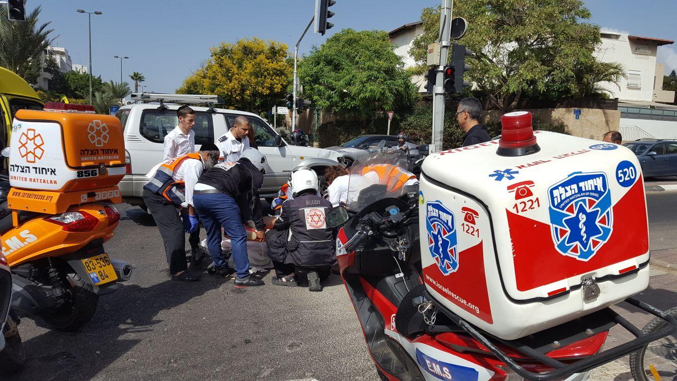 רוכב קטנוע נפגע מג'יפ בתל אביב – מצבו בינוני