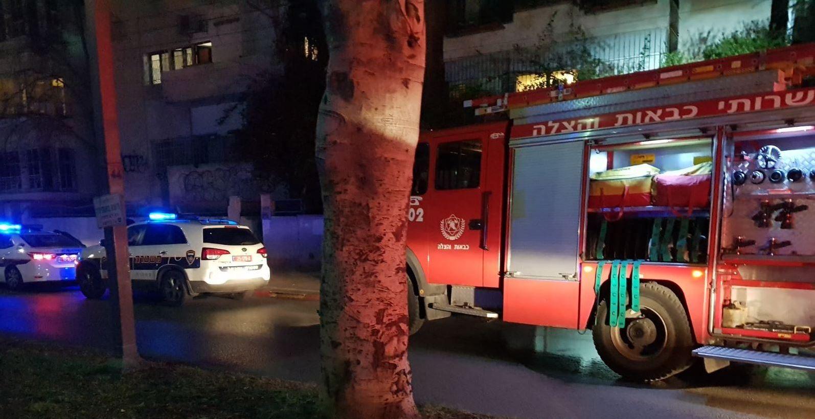 שריפה פרצה בתקרת בנק בערד – לוחמי האש פועלים לאיתור לכודים