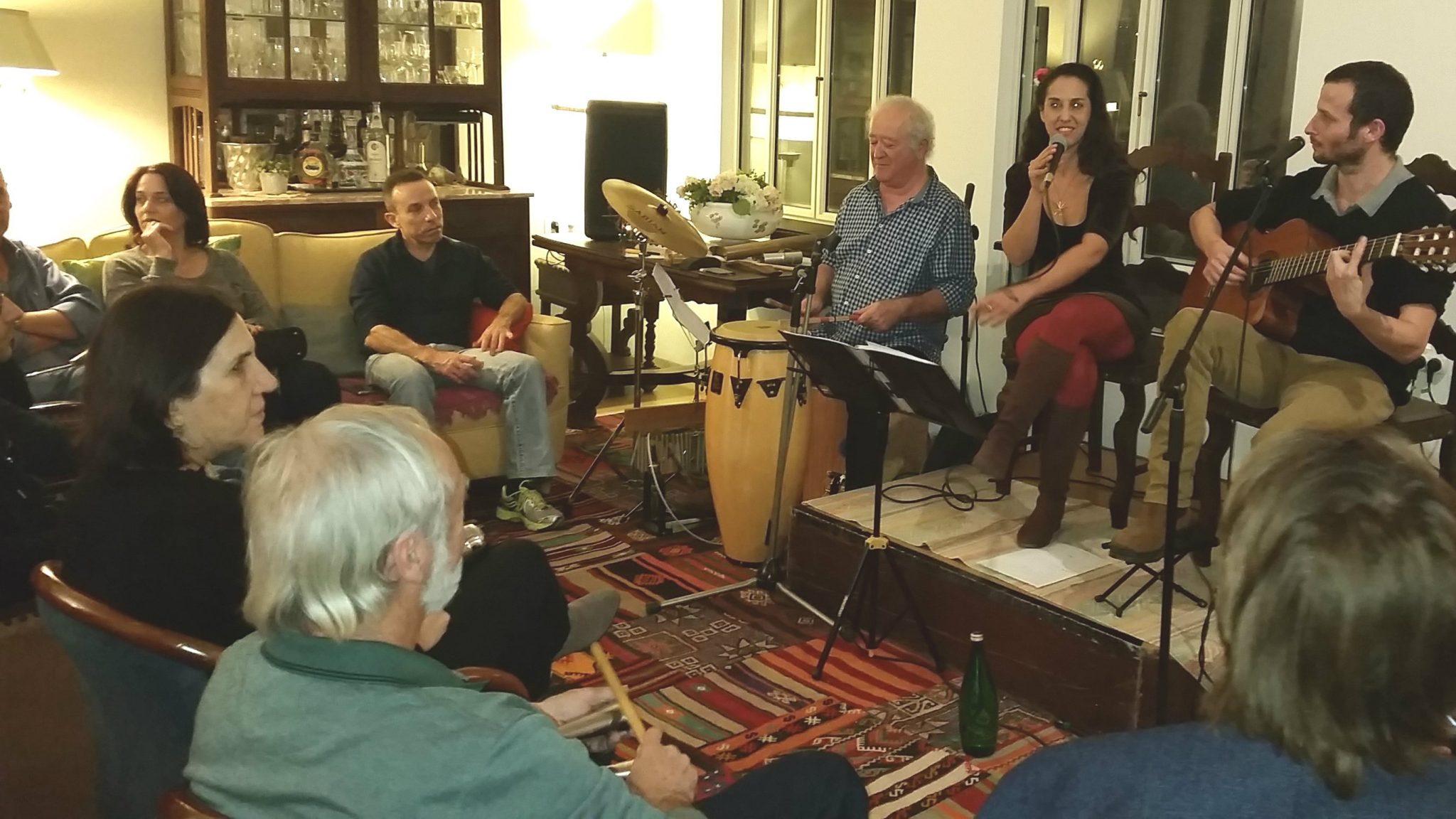 בתים מנגנים – חיבור של קהילה ומוזיקאים בטבעון