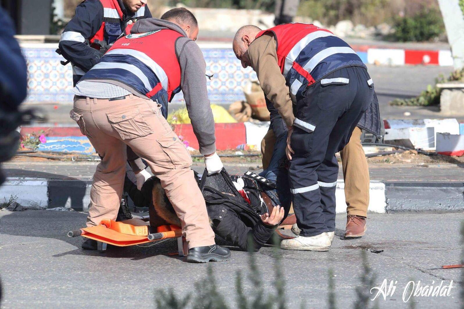 לוחם נפצע בינוני בפיגוע דקירה בכיכר איו״ש – המחבל חוסל בירי