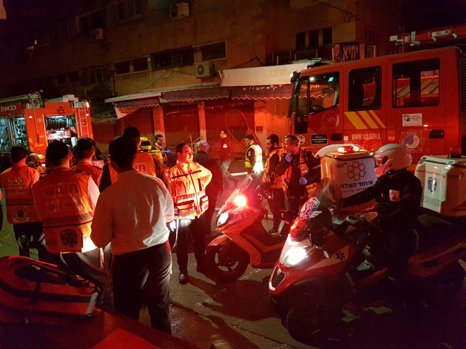 עשרה נפגעים, בהם אשה באורח בינוני, כתוצאה משריפה בבניין מגורים בחיפה