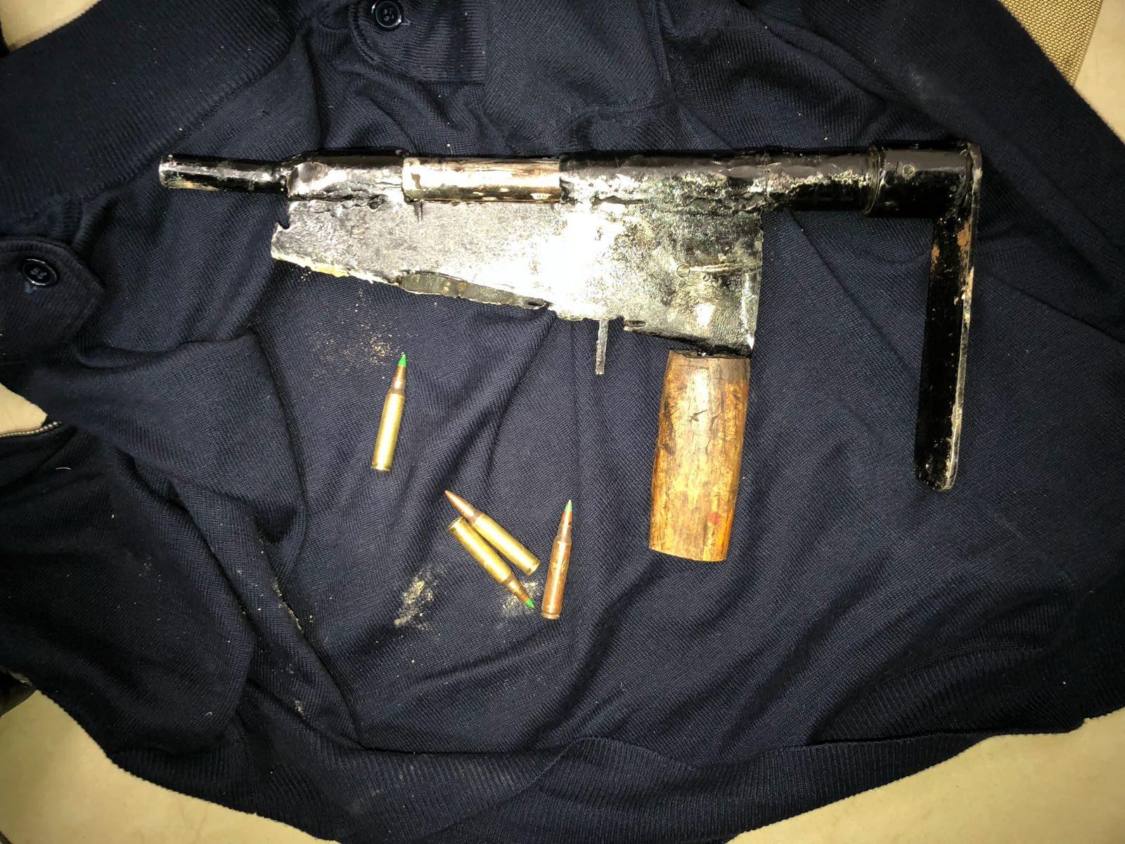 שלושה ערבים נעצרו כשברשותם נשק מאולתר