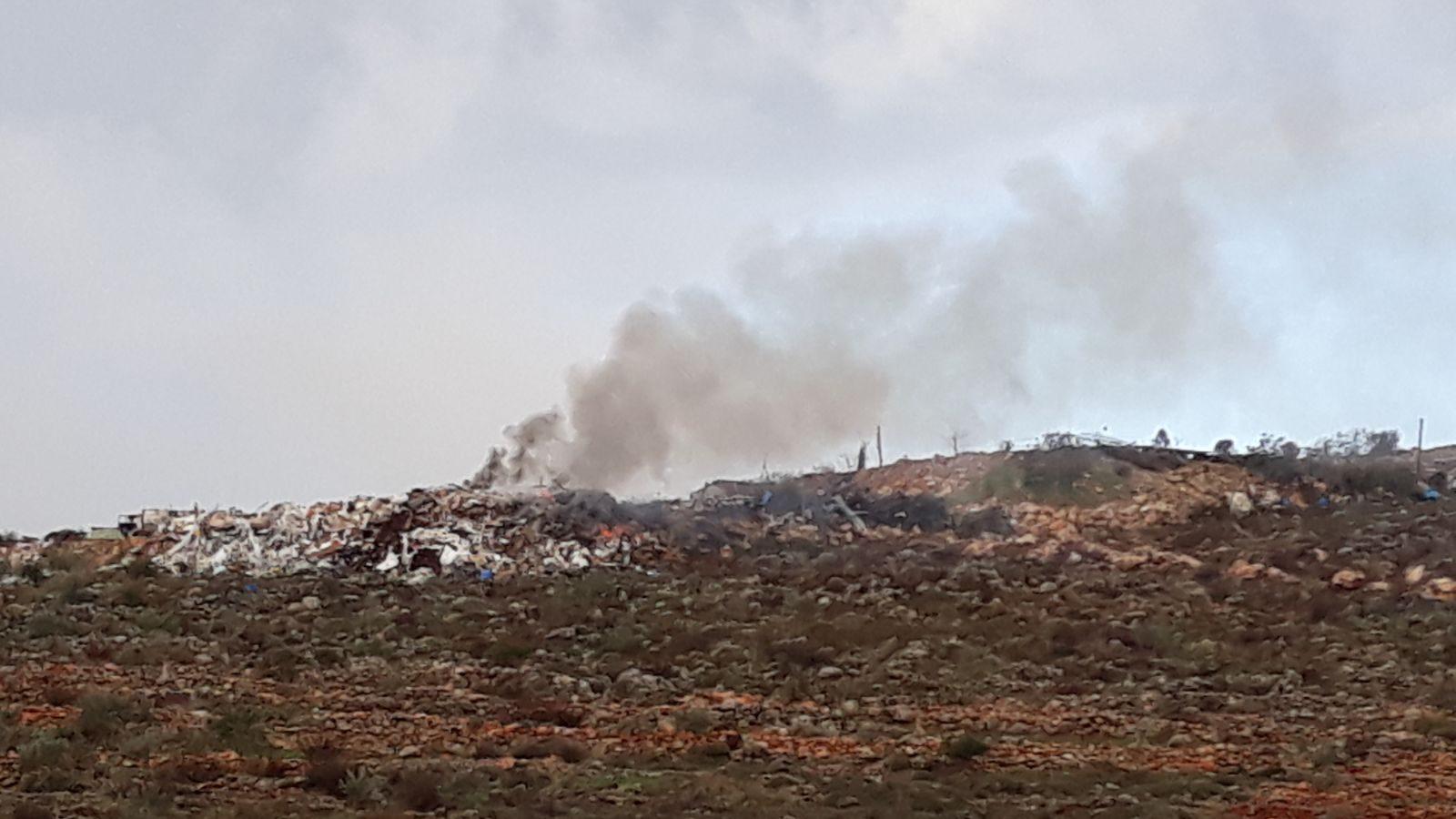 """למרות שריפת הפסולת וזיהום האוויר, בג""""ץ דחה עתירה נגד המזבלה הפיראטית של קלקיליה"""