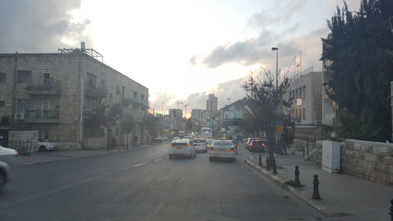 בן שנתיים אותר משוטט לבדו ברחוב בירושלים, המשטרה פתחה בחקירה