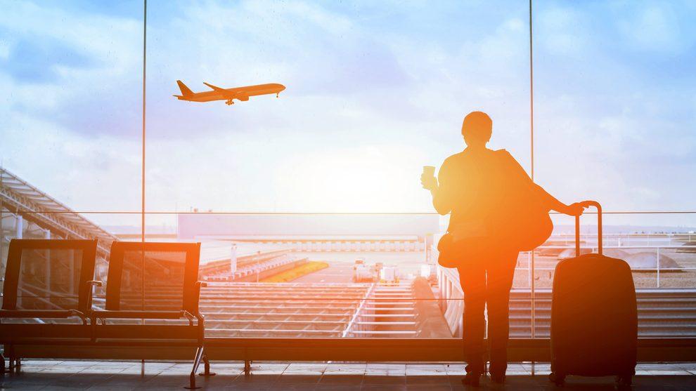 טסים לחול: האם כדאי לבחור בטיסת קונקשן או ישירה?