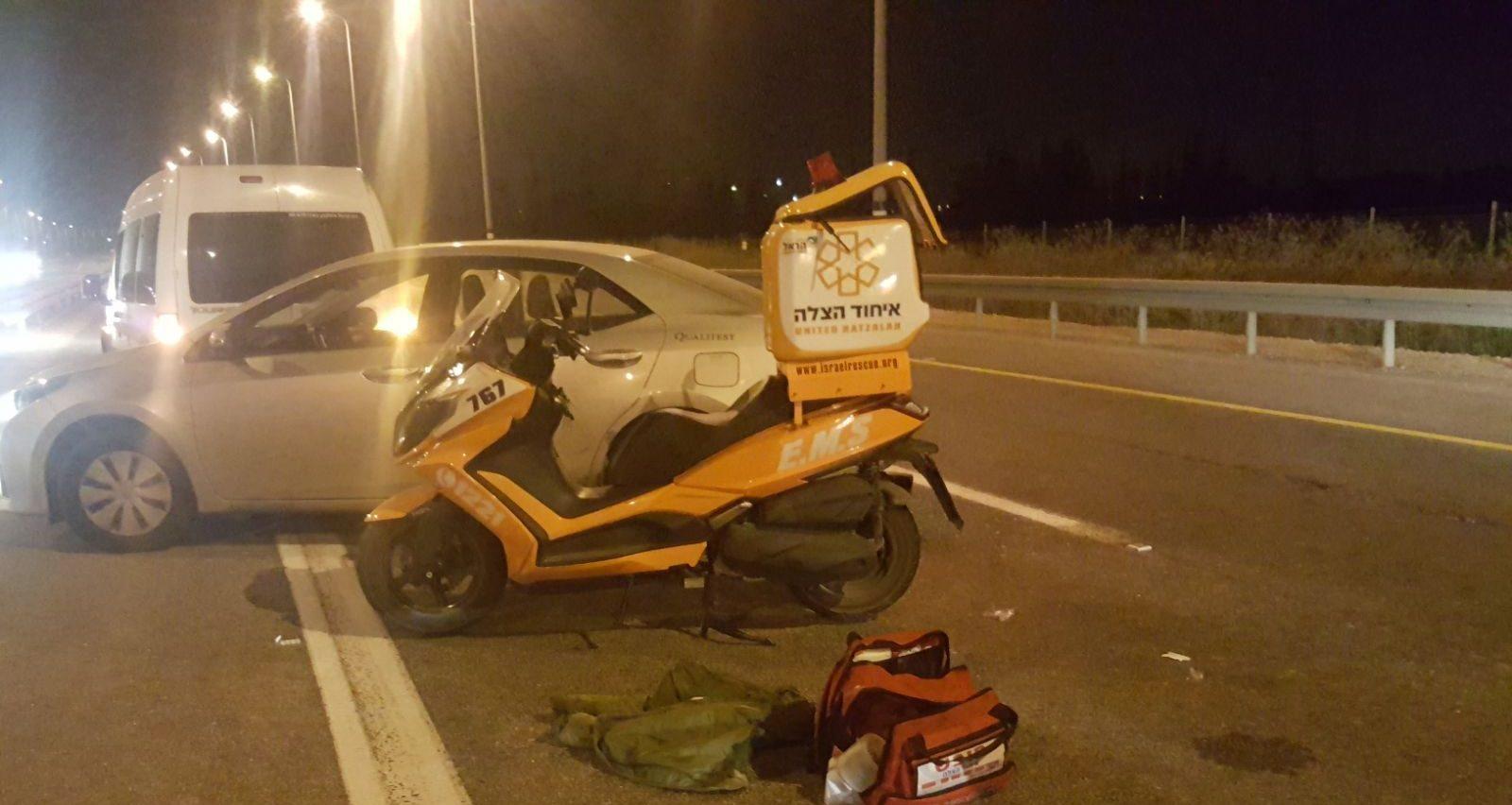 רוכב אופנוע נפצע קל בתאונת דרכים עצמית
