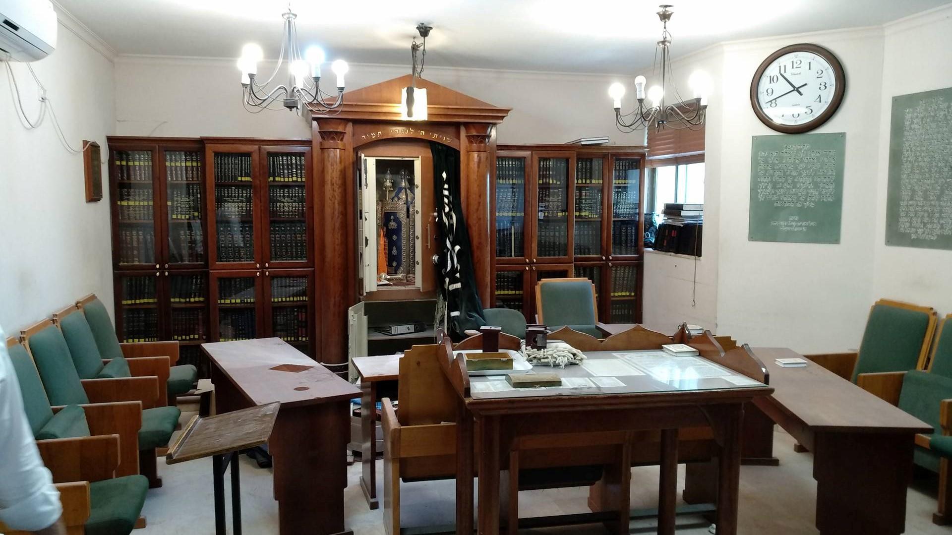 פשע שנאה: הושחתו ספרי קודש בבית כנסת בשכונת רמות בירושלים