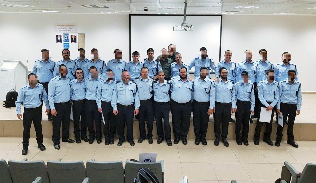 25 שוטרים חרדים סיימו קורס שיטור במסגרת שירות סדיר בתפקידים שונים במשטרה