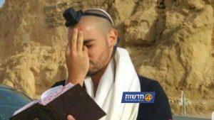 חופשה ראשונה: צפו באלאור אזריה שירד לאילת ובדרך התפלל לשלום החיילים