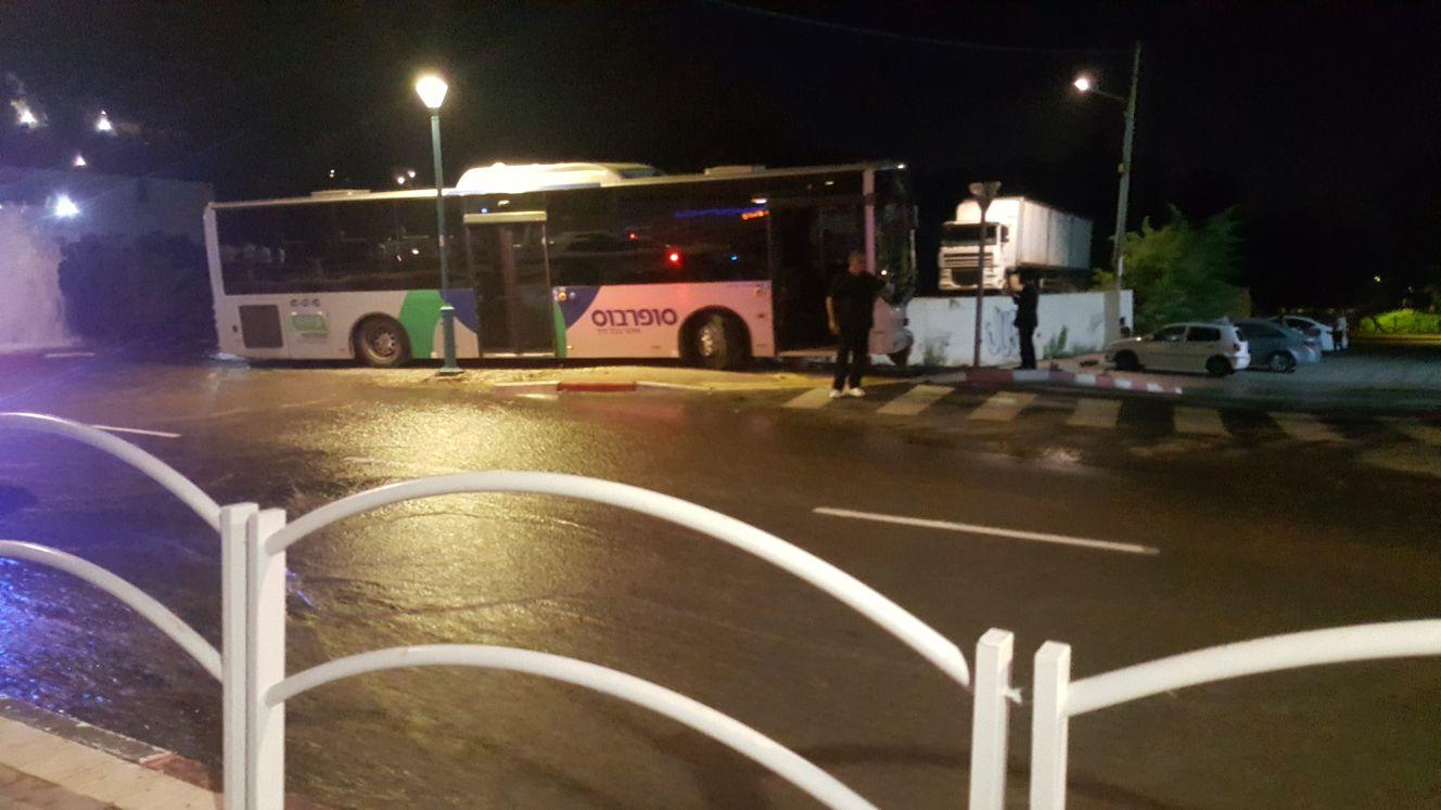 דקירת נהג האוטובוס בעפולה – תושב העיר נעצר לחקירה, מעורבותו נבדקת