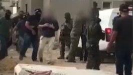 """צפו בתיעוד: לוחמי המסתערבים של מג""""ב עוצרים את הבדואים החשודים בגניבת נשק מחייל"""