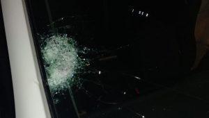 הטרור בארצנו: נזק לרכב בפיגוע אבנים סמוך לצומת הדואר בבנימין