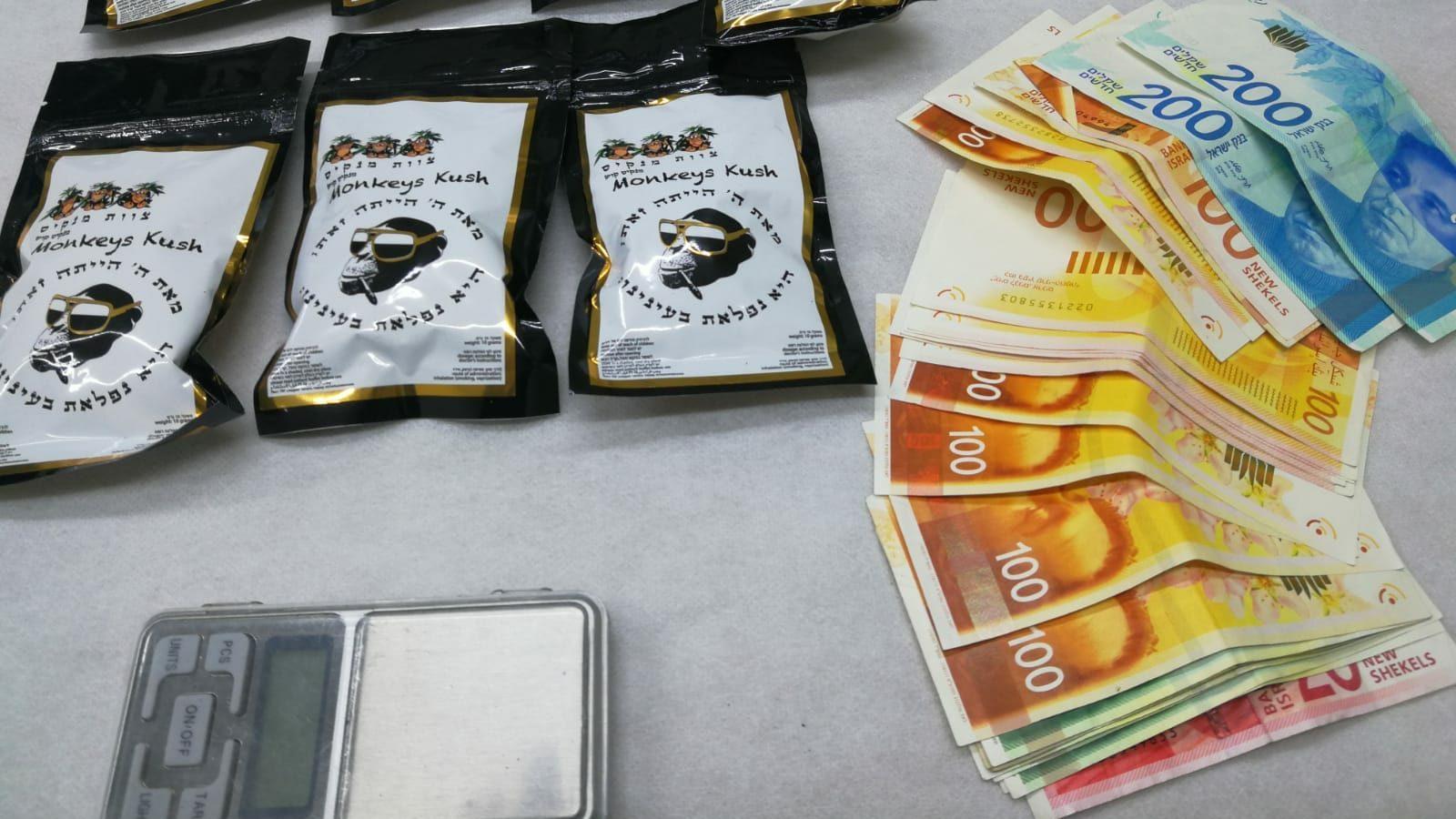 בן 27 נעצר בחשד לסחר בסמים – ברכבו נמצאו אלפי שקלים, משקל וכמות גדולה של סמים