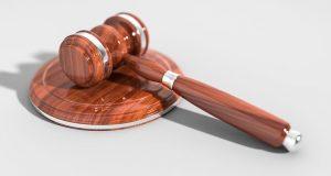 איך בוחרים עורך דין פלילי?