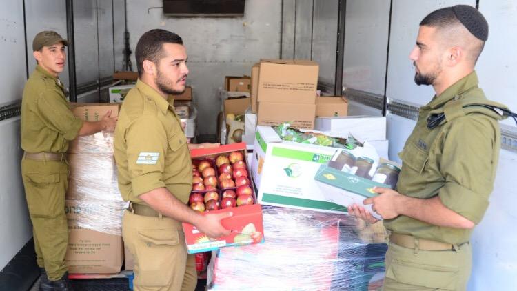 לכבוד החגים: 15 טון תפוחי עץ ו-3 קילו דבש ינופקו לבסיסי צה״ל