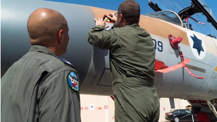 בציון 11 שנים לתקיפת הכור בסוריה – כוחותינו ערכו טקס סימון מטוסי הקרב שהשתתפו בתקיפה