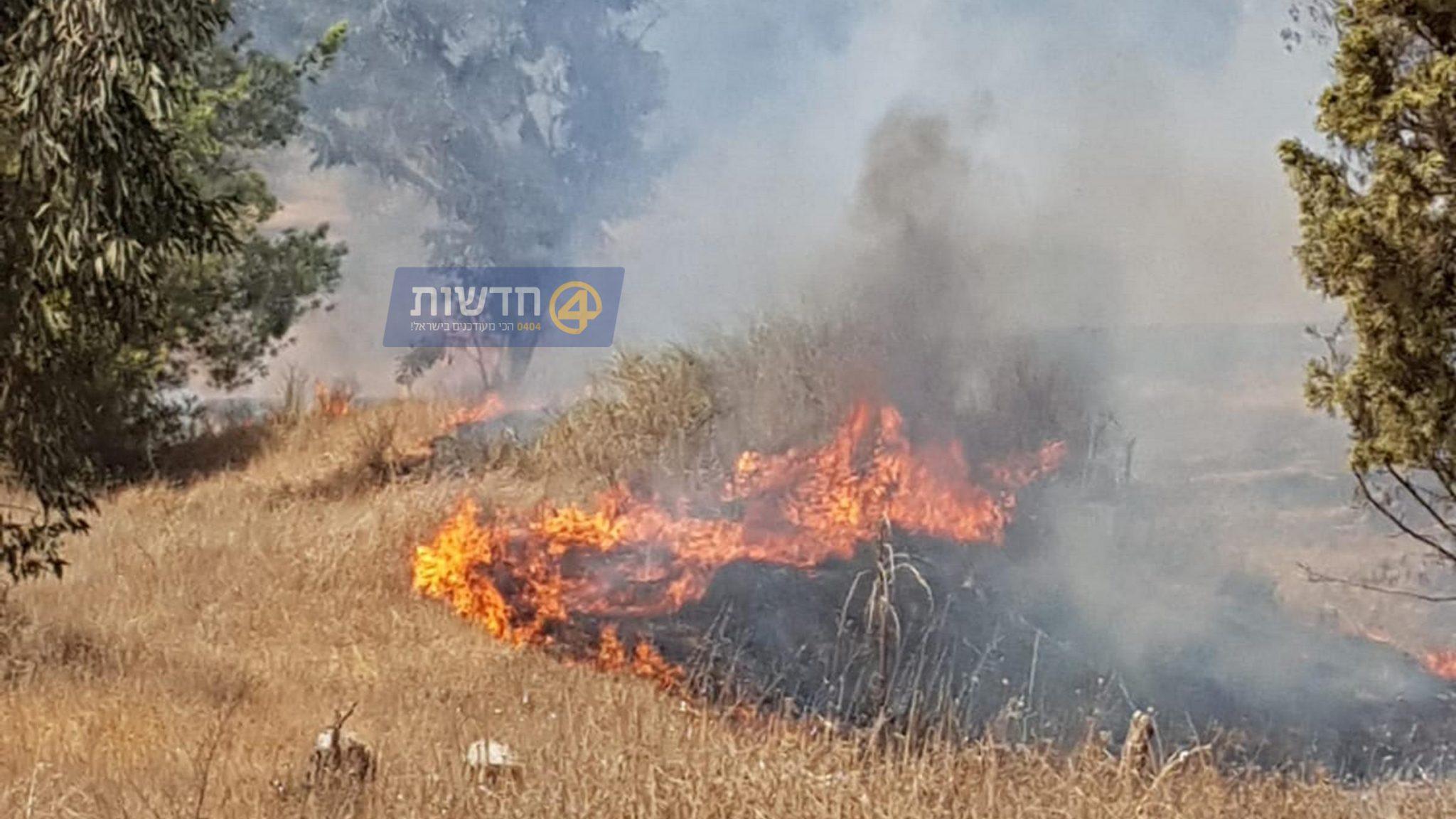 אלפי ערבים התפרעו בגדר הרצועה – שריפה נוספת בעוטף מבלוני תבערה