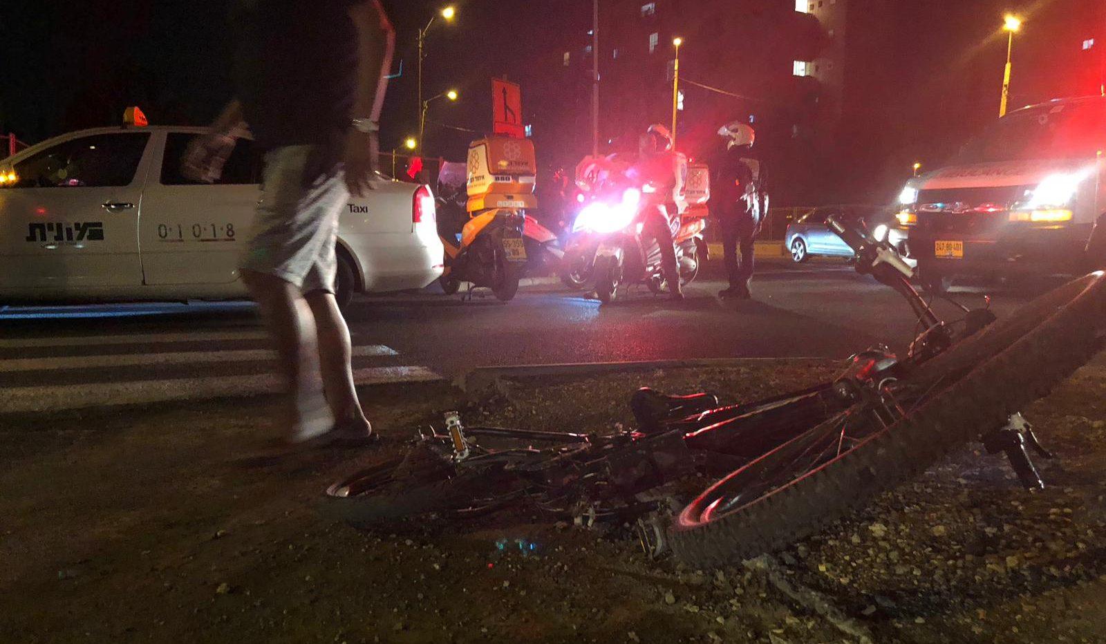 רוכב אופניים חשמליים נפגע מרכב בראשון לציון – מצבו קשה