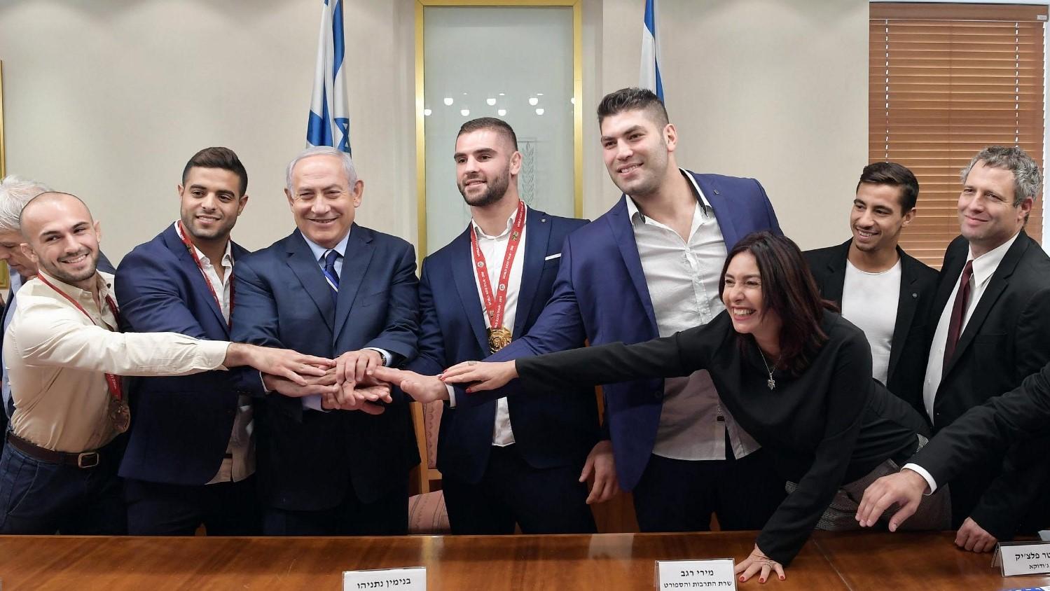 """נתניהו נפגש עם זוכי מדליות הזהב בטורניר ה""""גראנד סלאם"""": """"ישראל היא מעצמת ג'ודו"""""""