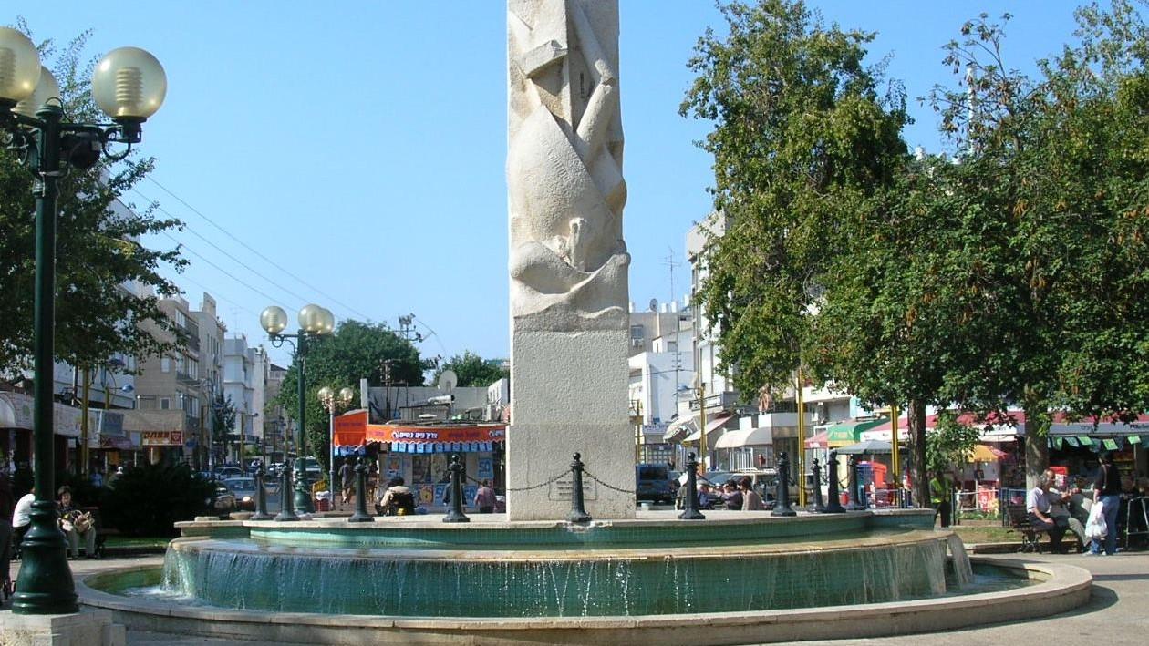 עיריית חולון מבצעת עבודות תשתית ופיתוח בכיכר סטרומה