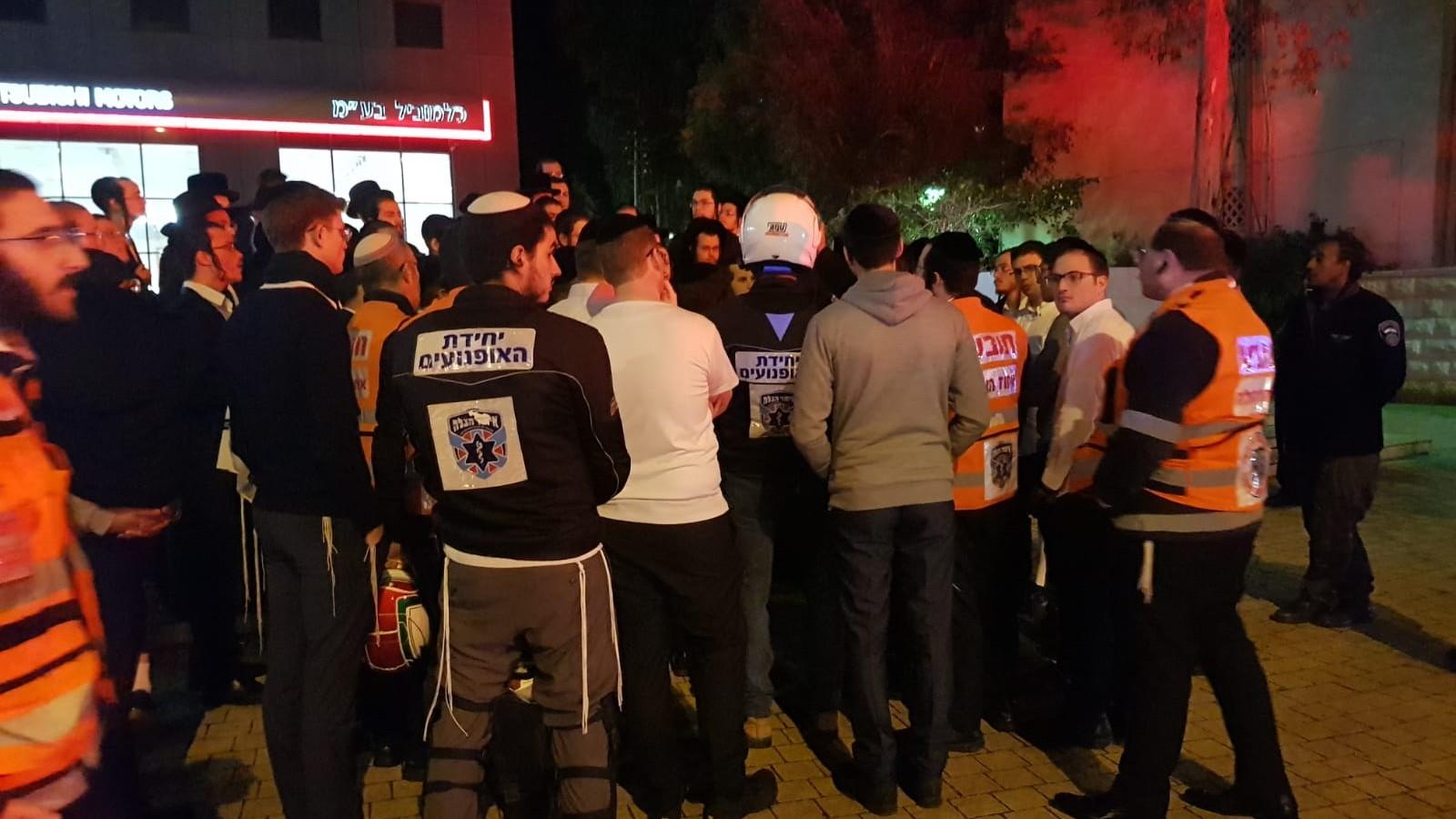 עשרות מתנדבים חרדים מאיחוד הצלה יצאו במהלך שישי בערב לאתר ילד שנעלם ופצחו בריקודים כשמצאו אותו